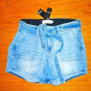 Torrid denim shorts size 10 NWT detachable belt